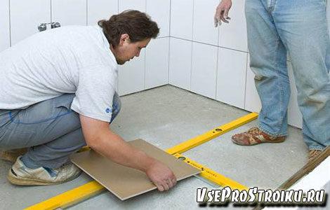kak-pravilno-polozhit-plitku-na-pol-v-tualete-9918318