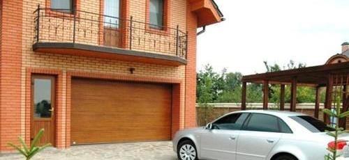 vstroennyj-v-dom-garazh-8171339