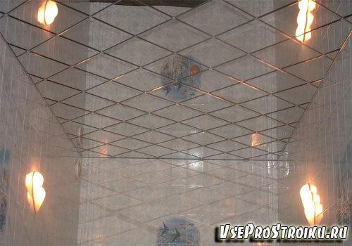 zerkalnyj-potolok-v-vannoj41-2517367